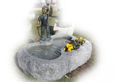 Becken mit Bronzefigur